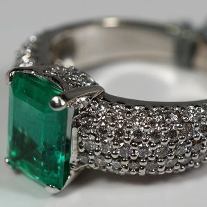 14KW gold Colombian emerald and diamond ring